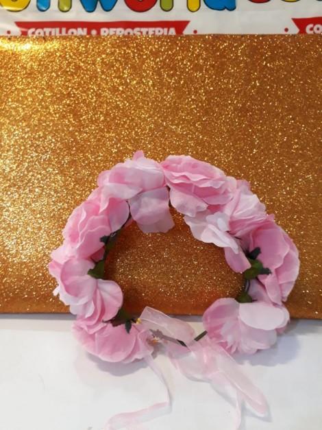 Corona con flores y tull